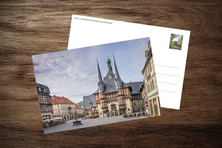 Postkarte Rathaus und Marktplatz im Sommer